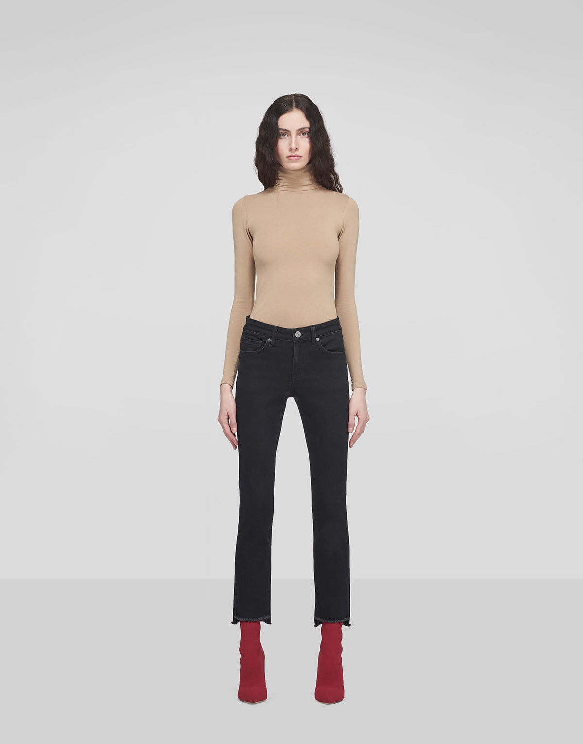 Crop Step Frayed Jeans
